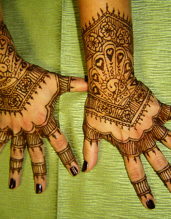 Elaborate wedding type henna